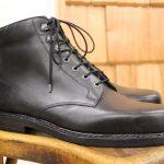 Eleganter hoher Derby<span>passend zu geschäftlichen Anlässen aus schwarzem Boxleder mit feiner Lederlaufsohle</span>