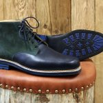 Hoher Derby<span>mit spezieller Lederlaufsohle über markante, karreeförmige Leistenform, passend zum Schottenrock</span>
